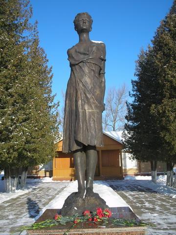 Памятник зое космодемьянской на минском шоссе памятник angel купить thierry mugler